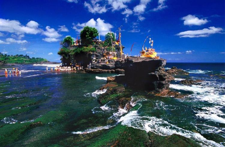 Храмът Тана Лот в Бали